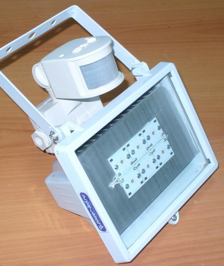 Инфракрасный прожектор сдатчиком движения